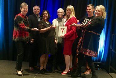 Laurie Dawkins receives Master Communicator Award